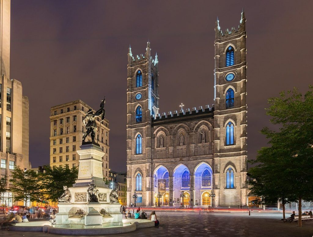 Image of fountain and front of Basilique Notre-Dame de Montréal.